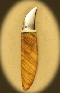 Kniv 0027r Kniv med skæfte af hård træ + ben og smedet klinge. Totallængde ++ mm. kr. 495.- incl. moms