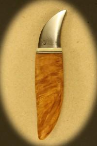 Kniv 0033r Kniv med skæfte af hård træ + ben og smedet klinge. Totallængde ++ mm. kr. 495.- incl. moms