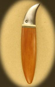 Kniv 0035r Kniv med skæfte af hård træ + ben og smedet klinge. Totallængde ++ mm. kr. 495.- incl. moms